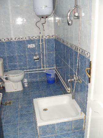 Osiris Hotel: Our bathroom