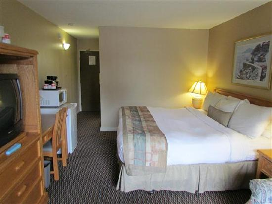 Ramada Victoria : Room facing door