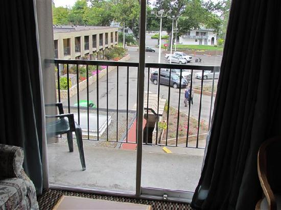 Ramada Victoria : View from balcony toward front parking
