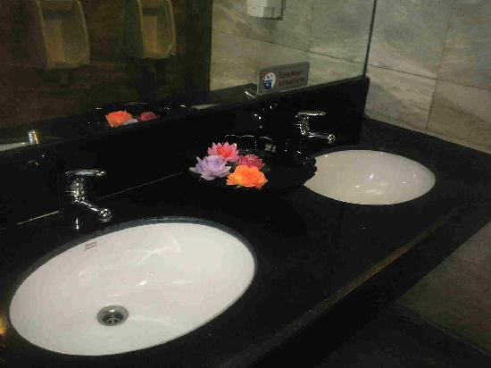 Park Diamond Hotel: bathroom