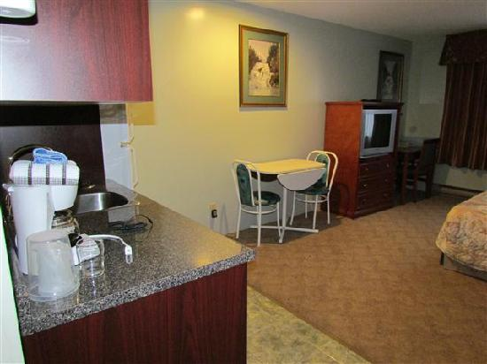 August Jack Motor Inn: It has a small kitchenette