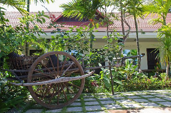 The Moon Boutique Hotel: tropical garden