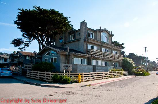 Cypress Inn on Miramar Beach: Forderfront des Hotels