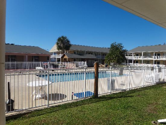 Super 8 Biloxi: Pool area