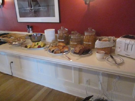 Inn at Stonington: Breakfast buffet