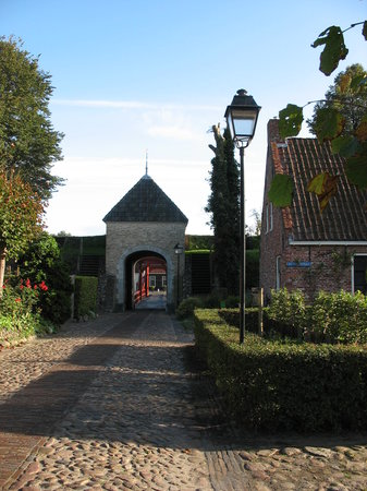 Bourtange, Países Baixos: Entering the village via bridge over moat
