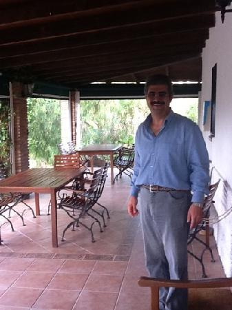 Cortijo Valverde: Ali (owner) on the patio
