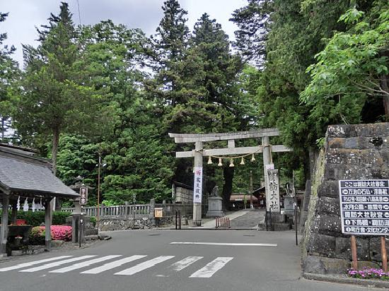 Suwa Shrine: 下社春宮