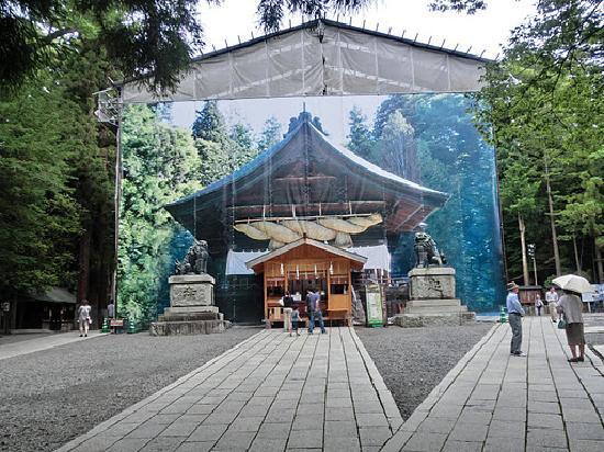 Suwa Shrine: 下社秋宮 改修中