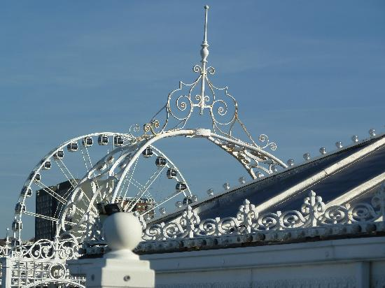 brighton wheel viewed from palace pier