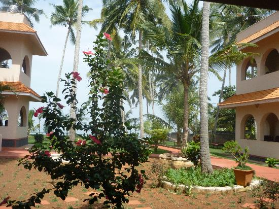 Varkala SeaShore Beach Resort: hotel and his beautiful garden