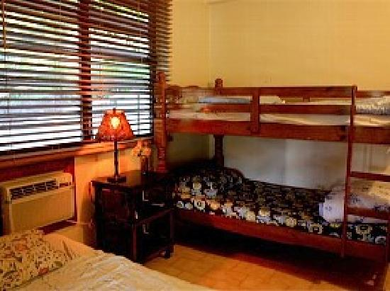 Villa Pelicano: Two bedroom apartment 2nd bdrm/full size bed + bunk bed/twin mattresses..