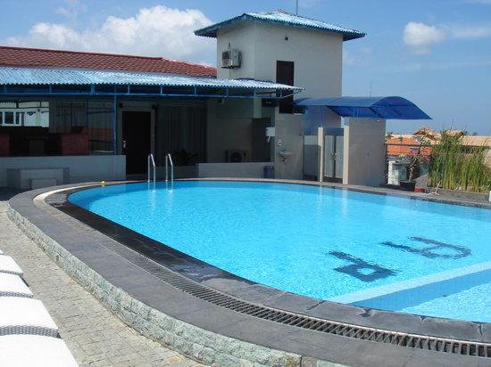 Asana Agung Putra Bali : rooftop swimming pool