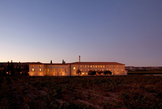 Sardon de Duero, Spain: Exterior view at night