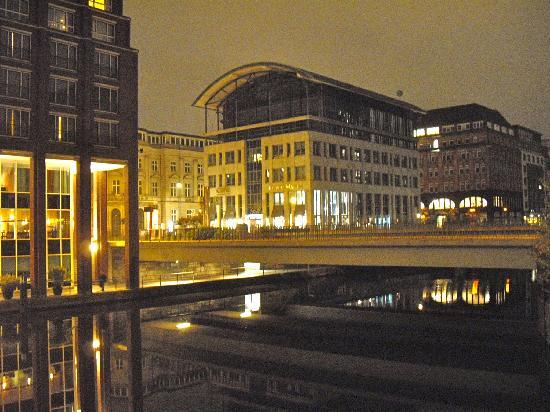 Steigenberger Hotel Hamburg: nightview