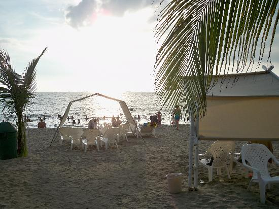 Decameron Galeon: Beach Sunset