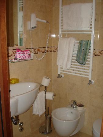 Hotel Scandinavia - Relais: Baño