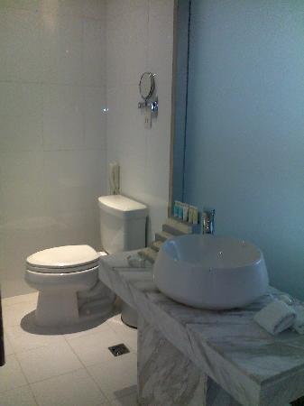 Baron Business Hotel: Nice bathroom