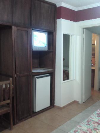 Hotel Colina Verde: frigobar e tv