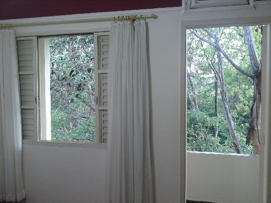 Sao Pedro, SP: janela com varanda