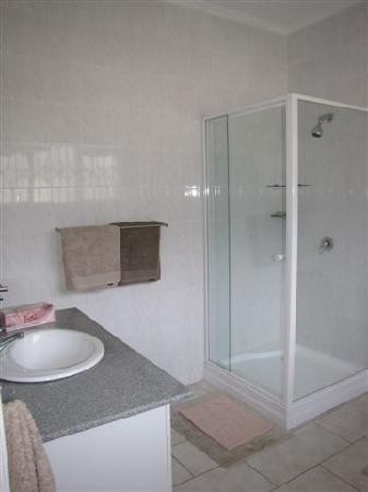 Fond du Sac: bathroom