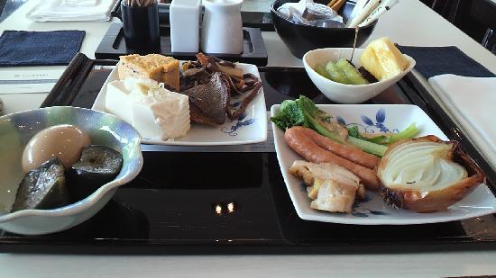 Hotel Ryumeikan Tokyo: 和朝食。色合いは地味だけど味は確か