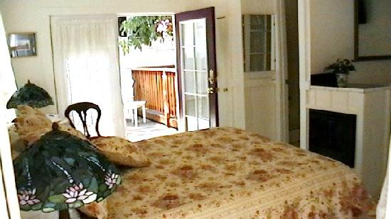 Monte Rio Vacation Cottages: The Hummingbird, our smallest cottage
