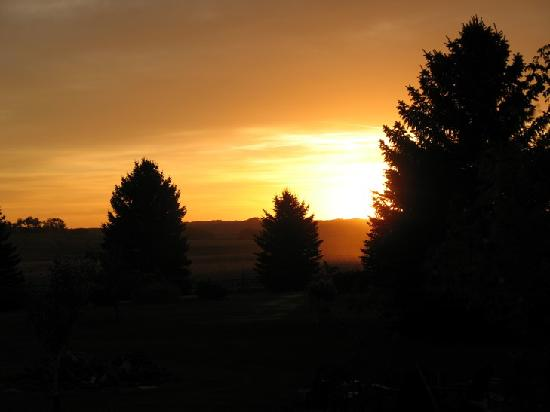 Sage Hill Bed & Breakfast: Sunrise at Sage Hill