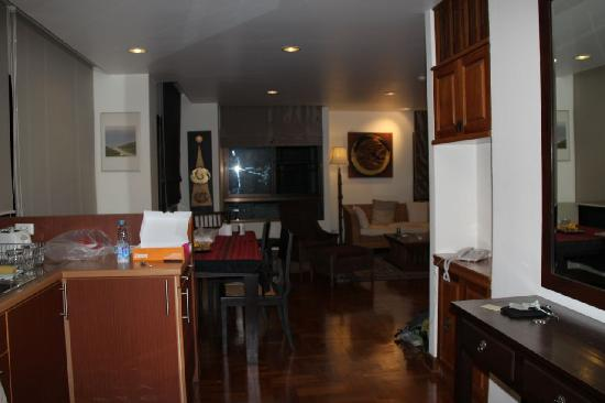 Frangipani Serviced Residences: entranse