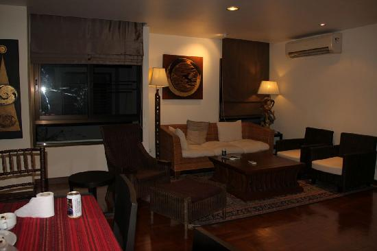 Frangipani Serviced Residences: sitting room