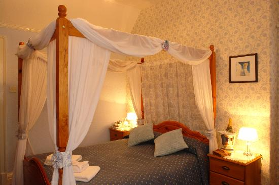 Midway House: Our Four Poster Double EnSuite Room.