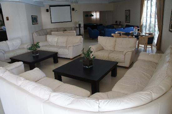 Bitzaro Palace Hotel: Lounge area with pool Table