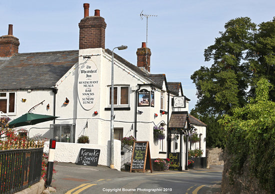 Betws yn Rhos, UK: The Wheatsheaf Inn from the road.