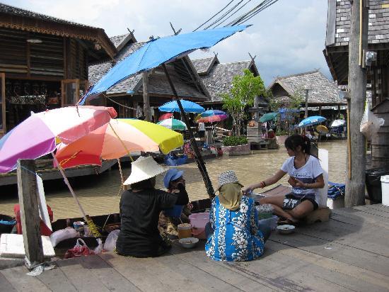 ตลาดน้ำสี่ภาค พัทยา: floating market in Pattaya
