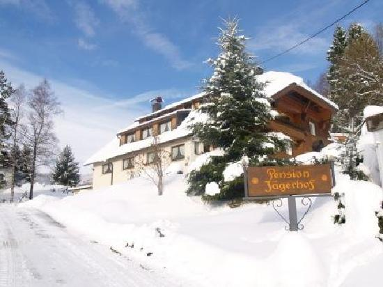 Jagerhof Bernau: Haus im Winter
