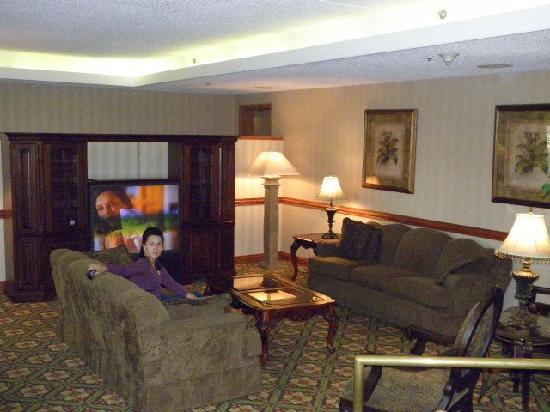 Baymont Inn & Suites Warren MI: Lobby