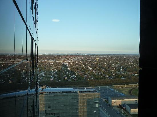 โรงแรมคราวน์ พลาซ่า โคเปนเฮเกน ทาวเวอร์: The hotel surroundings - The Malmo direction view