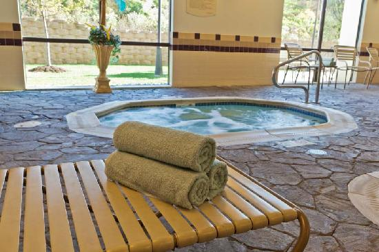 SpringHill Suites Dayton South/Miamisburg : Relax and unwind in the jacuzzi