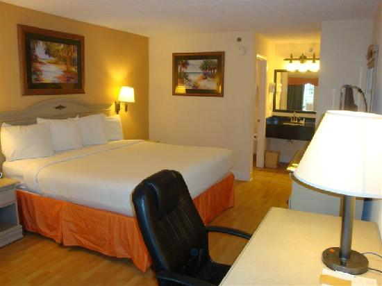 Cumberland Island Inn & Suites: Recently-renovated room
