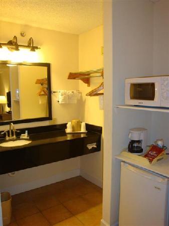 Cumberland Island Inn & Suites: Vanity