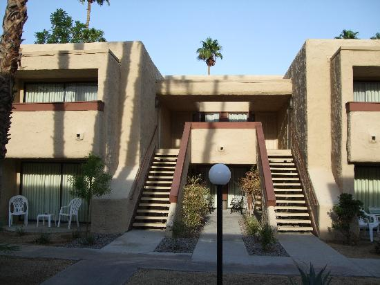 Desert Vacation Villas: Exterior