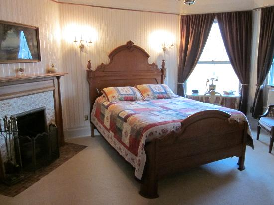 The Lamplighter Bed and Breakfast of Ludington : The Crosley room where we slept