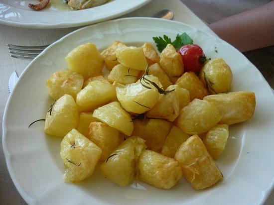 Villa Maria Restaurant: yummy potatoes