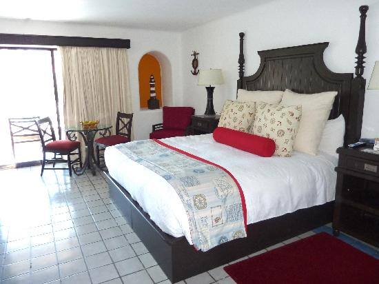 Marina Fiesta Resort & Spa: Great bed.