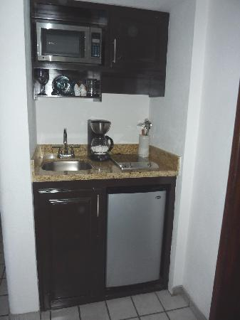 Marina Fiesta Resort & Spa: Tiny little kitchen.  Separate cabinet in the entryway had all the dishes, pots and pans.