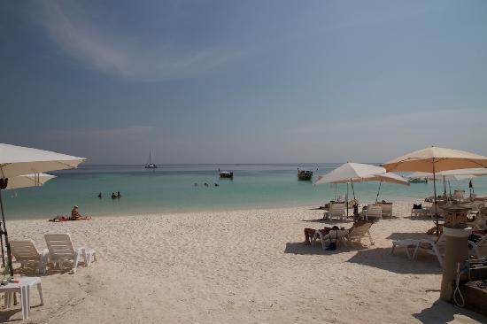 Sita Beach Resort & Spa: outside the resort