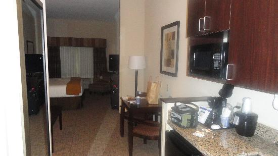 Holiday Inn Express & Suites Fairmont: suite