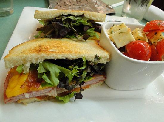 Ripe Tomato: A typical sandwich