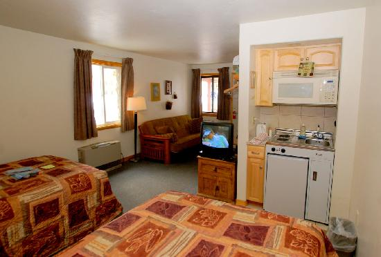 The Canyon Motel: Two double beds, a futon couch that opens into a comfortable double bed, and a kitchenette.