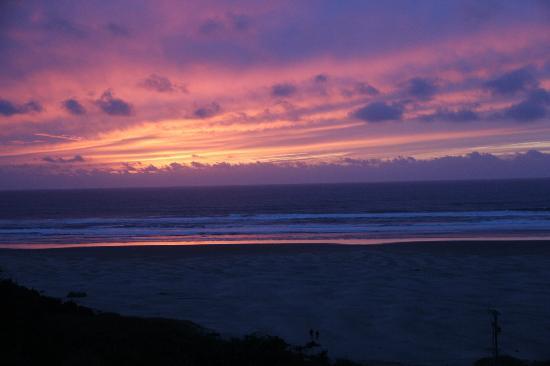 Best Western Agate Beach Inn: Sunset at Agate Beach